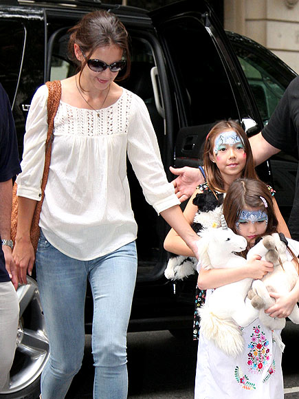 PAINT THE TOWN photo | Katie Holmes, Suri Cruise