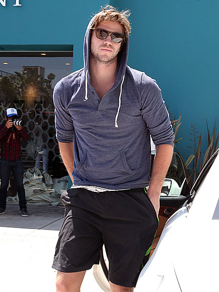 IN THE HOOD(IE) photo | Liam Hemsworth