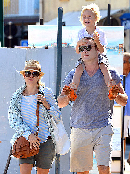 TALL RIDE photo | Liev Schreiber, Naomi Watts
