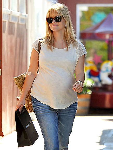 SHOP WALK photo | Reese Witherspoon