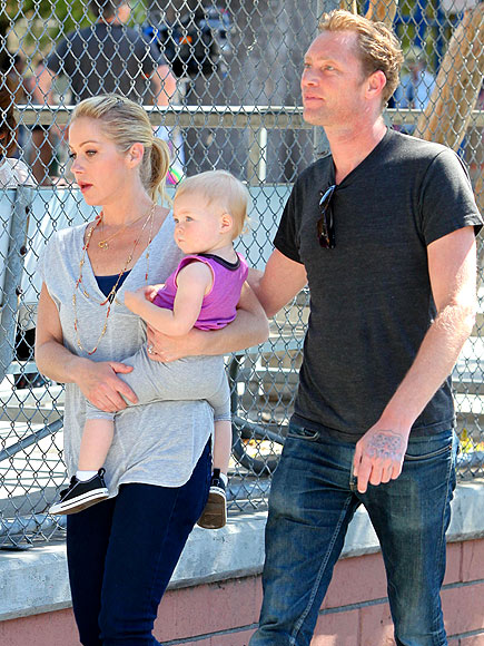 SET VISIT photo | Christina Applegate