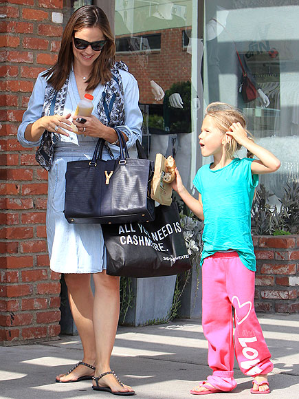 SHOP GIRLS photo | Jennifer Garner