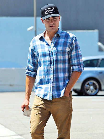 LUNCH PATTERN photo | Zac Efron