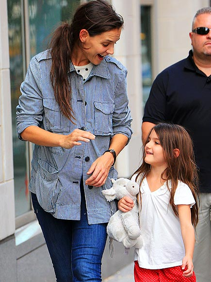 WALK & TALK photo | Katie Holmes, Suri Cruise