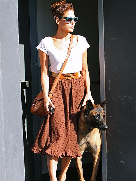CROSS-BODY GUARD photo | Eva Mendes