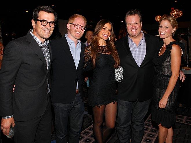 HAPPY FAMILY photo | Eric Stonestreet, Jesse Tyler Ferguson, Julie Bowen, Sofia Vergara, Ty Burrell