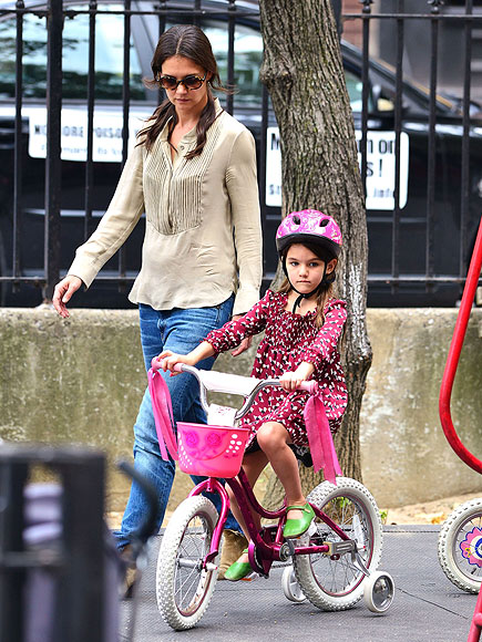 WHEEL IT IN photo | Katie Holmes, Suri Cruise