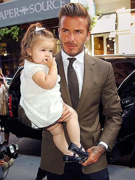 ONE HIP DAD photo | David Beckham