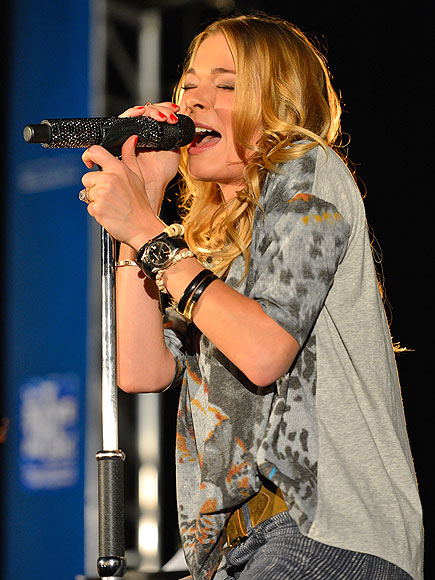 MAGIC MIC photo | LeAnn Rimes