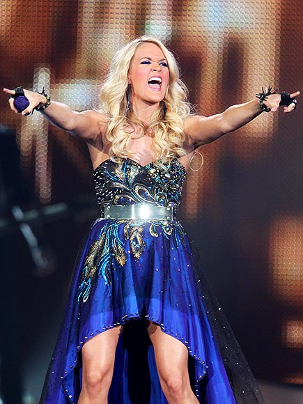POINT & SHOUT photo | Carrie Underwood