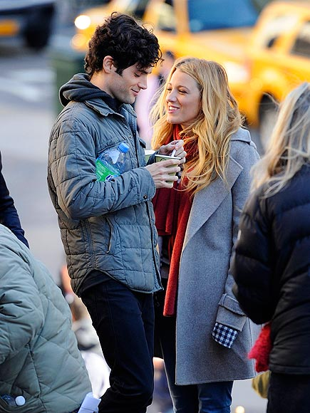 FRIENDLY FLAMES photo | Blake Lively, Penn Badgley