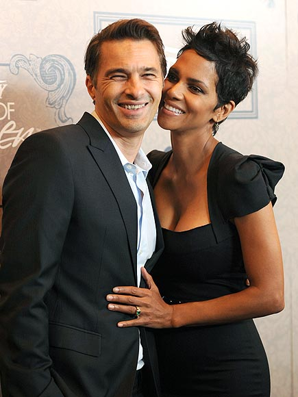 FULL SUPPORT photo | Halle Berry, Olivier Martinez
