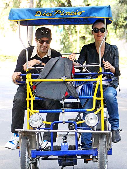 PEDAL PUSHERS photo   Jason Sudeikis, Olivia Wilde