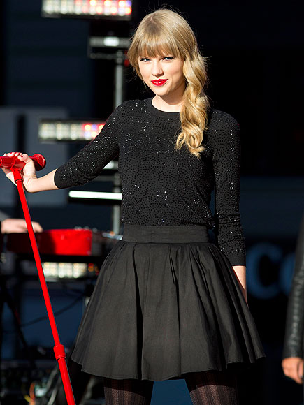 RED-Y TO ROCK photo | Taylor Swift