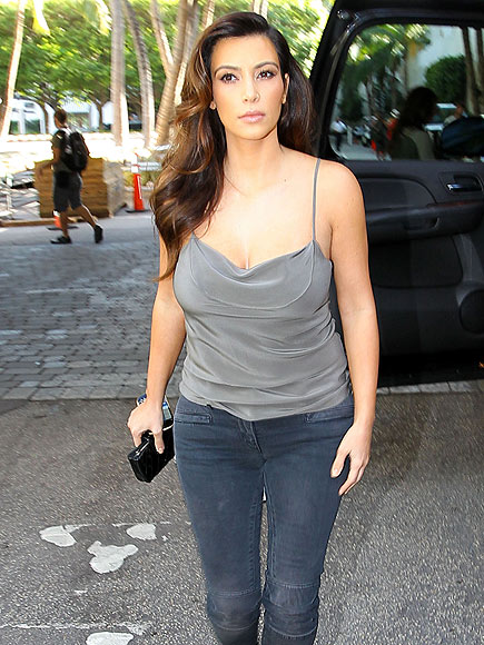 SHOULDER ON photo | Kim Kardashian