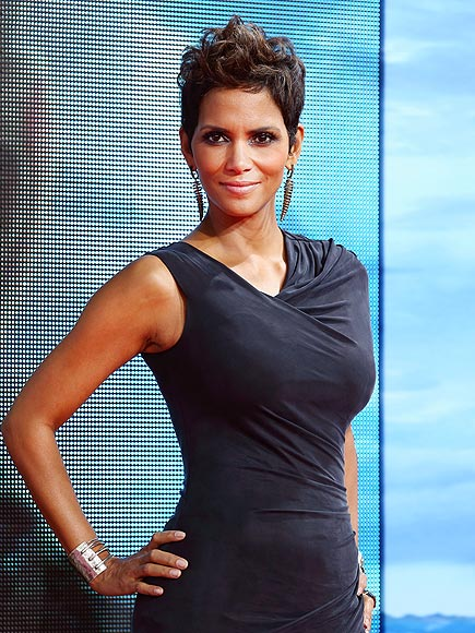BARE ARMS photo | Halle Berry