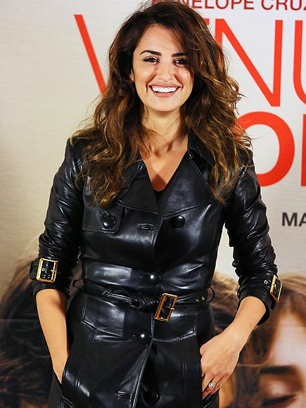 BUCKLE DOWN photo | Penelope Cruz