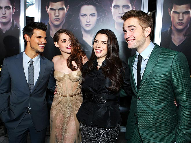 GRAND FINALE photo | Kristen Stewart, Robert Pattinson, Stephenie Meyer, Taylor Lautner