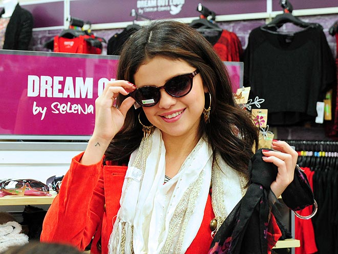 THROWING SHADE photo | Selena Gomez