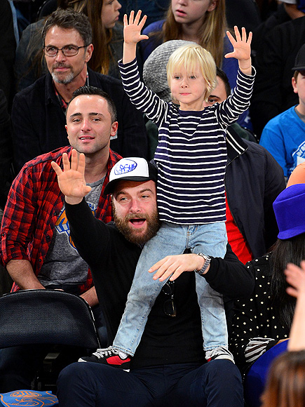 HANDS-ON DAD photo | Liev Schreiber