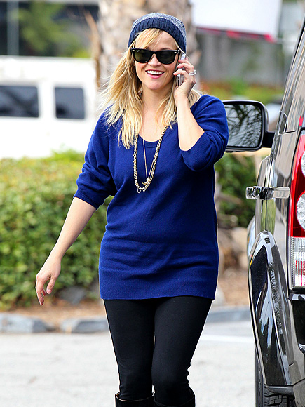 WALK & TALK photo | Reese Witherspoon