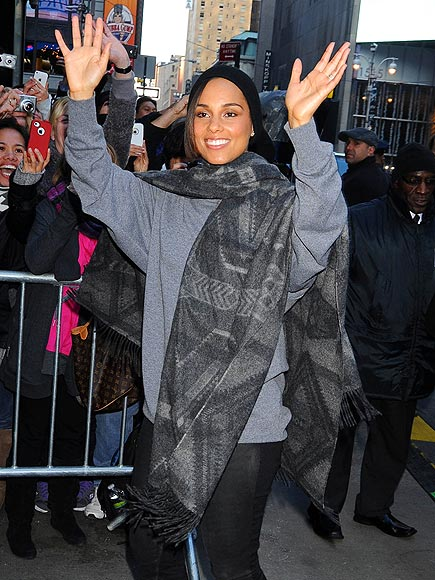 SHOW OF HANDS photo | Alicia Keys