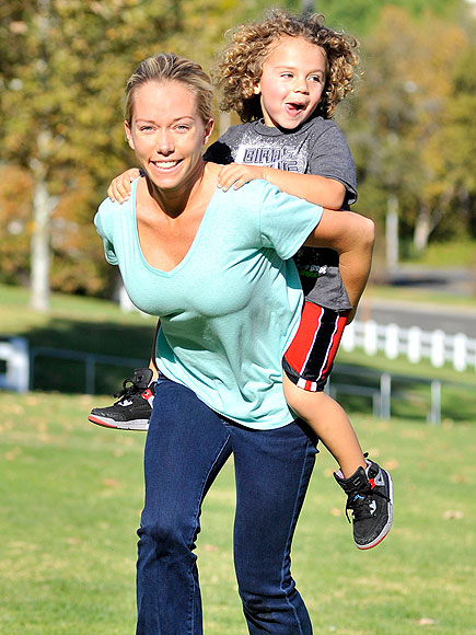 PIGGYBACKING ON photo | Kendra Wilkinson