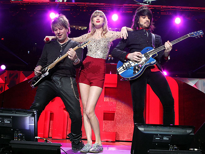 Guitar Girl photo | Taylor Swift