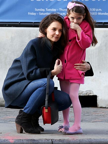 PRETTY IN PINK photo | Katie Holmes