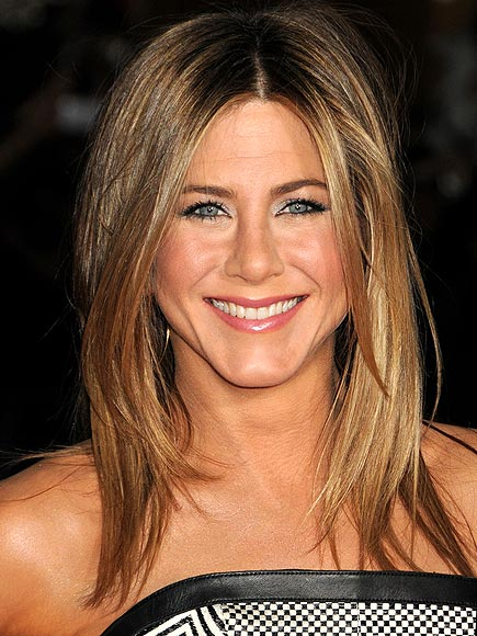 JENNIFER ANISTON GETS HER GLOW ON photo | Jennifer Aniston