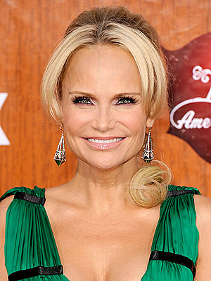 kristin chenoweth 300x400 Kristin Chenoweth: Im a Big Comfort Freak