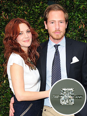 drew barrymore 300x400 Drew Barrymore's Engagement Ring: All the Details!