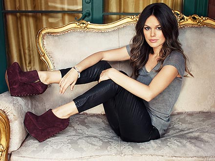 rachel bilson 440x330 Heel Yeah — Exclusive Rachel Bilson for ShoeMint Video!