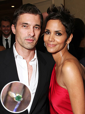 http://img2.timeinc.net/people/i/2012/stylewatch/blog/120123/halle-berry-300x400.jpg