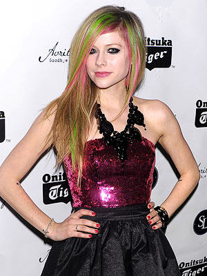 avril lavigne 300x400 Avril Lavigne Has Plans for Your Nails — and Hair!