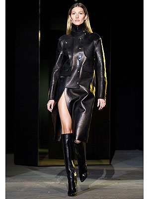 gisele 300x400 Gisele Bndchen Hits the Catwalk at New York Fashion Week