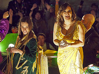 PHOTO: Mariska Hargitay & Hilary Swank Toss Out Beads for Mardi Gras | Hilary Swank, Mariska Hargitay