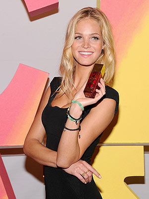 erin heatherton 300x400 Victoria's Secret Angel Erin Heatherton Didn't Mean to Become a Model