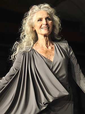 Elle Macpherson , eat your heart out! British beauty Daphne Selfe, 83