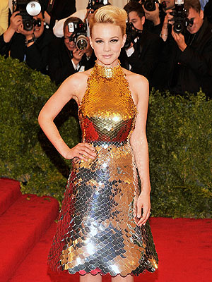 carey mulligan 300x400 Chic Clicks: Carey Mulligans Met Gala Dress Sells, Victorias Secret Going Across The Pond