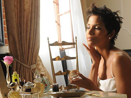 halle berry 440x330 Go Behind the Scenes at Halle Berrys Latest Revlon Shoot