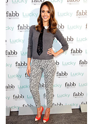 jessica alba 300x400 Jessica Albas Sparkly Tie: Love It or Leave It?