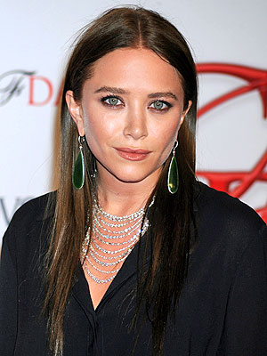 mary kate olsen 300x400 Mary Kate Olsen Goes Brunette