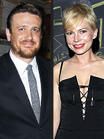 Jason Segel &#39;Is Totally Smitten&#39; with Michelle Williams | Jason Segel, Michelle Williams