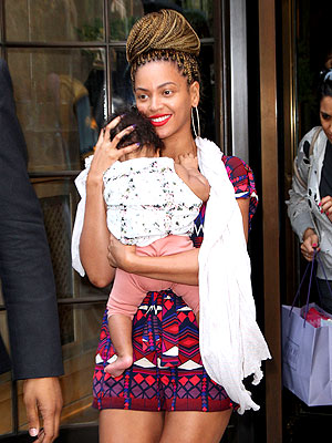 beyonce 2 300x400 Beyonc Rocks New Braided Hairdo