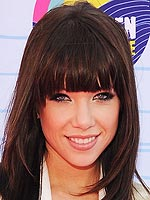 carly rae jepsen 150x200 Beauty Alert: Steal the Prettiest Pouts from the Teen Choice Awards