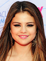 selena gomez 150x200 Beauty Alert: Steal the Prettiest Pouts from the Teen Choice Awards