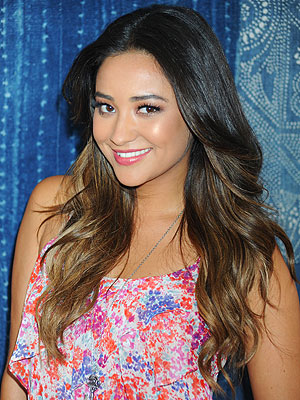 shay mitchell 300x400 Shay Mitchell's Advice to Teens? 'Don't Try and Change Yourself'