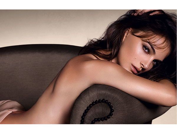 natalie portman 600x450 Natalie Portman Goes Naked in Latest Dior Ad