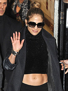 PHOTO: Jennifer Lopez Flaunts Her Abs in London